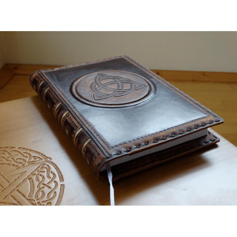 """""""Трикветр"""" обложка для дневников в стиле книга теней"""