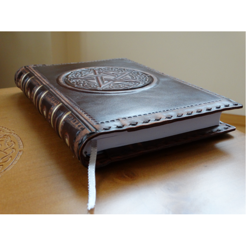 """""""Пентаграмма"""" обложка для дневников в стиле книга теней"""